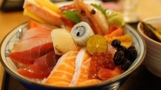 世界「海の宝だー!」海鮮丼のネタに世界も驚き