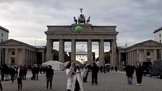 海外「放り上げると、全方位パノラマ撮影してくれる!」面白い球状カメラ