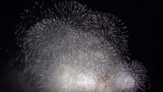 海外「日本の方がキレイ!」神奈川新聞花火大会は風景も魅力!