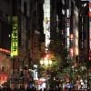 海外「怖いお兄さんが登場するゲームのモデル」新宿の歌舞伎町は日本の東京らしい看板とビルが多い街
