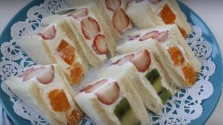 海外「お手軽スイーツパン!」ヨーグルトを使った、デパ地下みたいなフルーツサンドイッチ