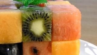 海外「果物の断面ってカワイイ!」ナパージュを塗った キューブ フルーツ デザートを作ってみた