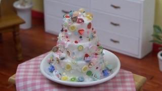 海外「ケーキがこんなプルプルに!」食べれそうな、ミニチュア ケーキが可愛い!