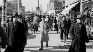 海外「勤勉さが表れている!」終戦直後の日本で、日本人が歩いてるシーンは本当にすごい!