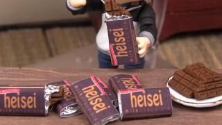 海外「おもしろくて為になる!」器用でないと難しい!板チョコ作り