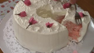 海外「心華やぐサクラのピンク」桜のシフォンケーキは春にぴったり