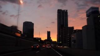 海外「この目で見てみたい!」朝日を迎える首都高に感激