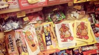 海外「子供の時の記憶が蘇る!」日本の珍しいお菓子が食べてみた