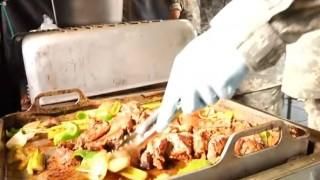 海外「平和的戦いに勝利!」自衛隊vs米軍の料理対決がユーモア!