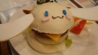 海外「可愛い物にあふれている!」日本のシナモロールカフェが凄い!