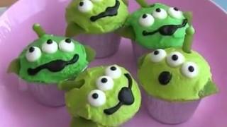 海外「作られたー!」リトルグリーンメンのカップケーキ