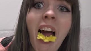 世界「刺身の菊は食べる?」つま、意外と知らない謎に安心