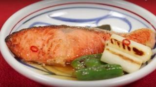 海外「焼き色が綺麗で美味そう!」鮭の焼き漬けの美味しさに感動