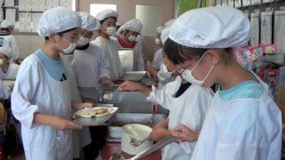 海外「白衣とは思わなかったよ!」日本の学校給食に感動