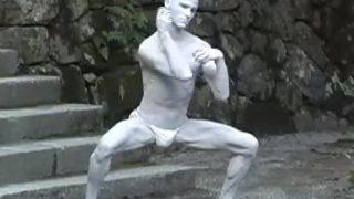 海外「例の人にしか見えない!」舞踏ダンスが素晴らしい