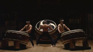 海外「雄大な文化だ!」鼓童の大太鼓の響きが素晴らしい