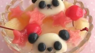 海外「炭酸で爽やかに!」パンダ フルーツポンチが可愛い