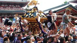 世界「神輿をぶつけひっぱいあう!」三社祭りが素敵すぎる