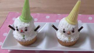 世界「ココナッツが決め手!」簡単!雪だるまカップケーキ