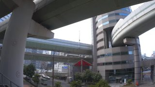 海外「建物を貫通する高速道路」大阪ゲートタワービルは凄い!