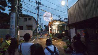 海外「夜の鎌倉で見つけた日本の風景」鎌倉花火の散歩で海岸沿いを歩いてみた
