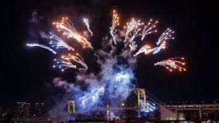 海外「クリスマスイルミネーションと花火」お台場レインボー花火の眺めが最高!