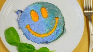 海外「バターフライピーの青が美しい」ニコちゃんマークな地球卵焼きの作り方