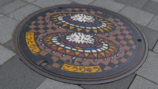 海外「日本で見かけるアートな蓋」マンホールへの愛と地方の文化をめぐる旅
