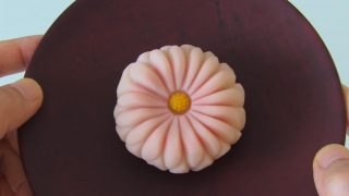 海外「菊の節句に菊を飾ろう」へら切り 菊の練り切りを使った和菓子の作り方