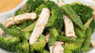 海外「旬の春野菜使った一品」ゆで鶏と絶品和え物・時短でしっとり胸鶏の作り方