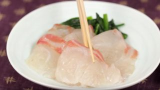 海外「刺身を昆布で挟むだけプリプリ食感がおいしい」真鯛の昆布締めの作り方
