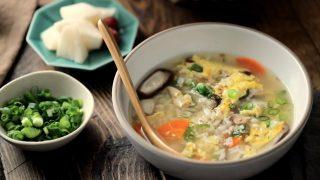 海外「ほんのりダシがちょうどいい!土鍋で作る」雑炊のおいしい作り方