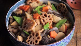 海外「根菜野菜がたくさん!いろどり豊かな大皿料理」煮しめの作り方