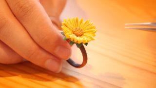 海外「夏の和服オシャレに最適!」ひまわりの指輪をつまみ細工で作ってみた